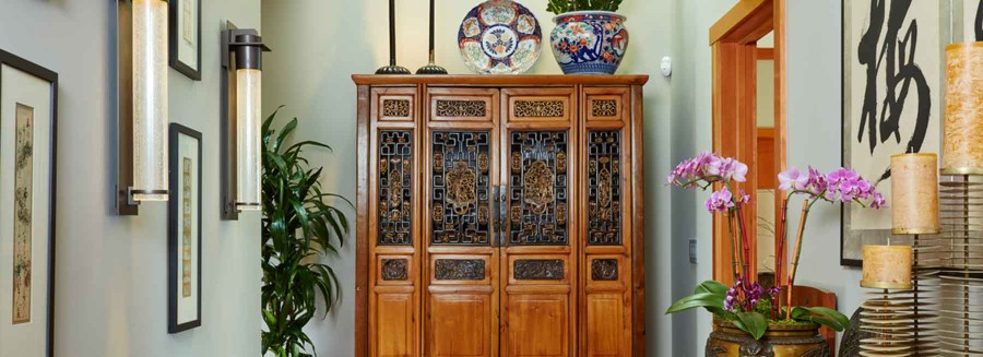 Chinese armoire w/Imari accents